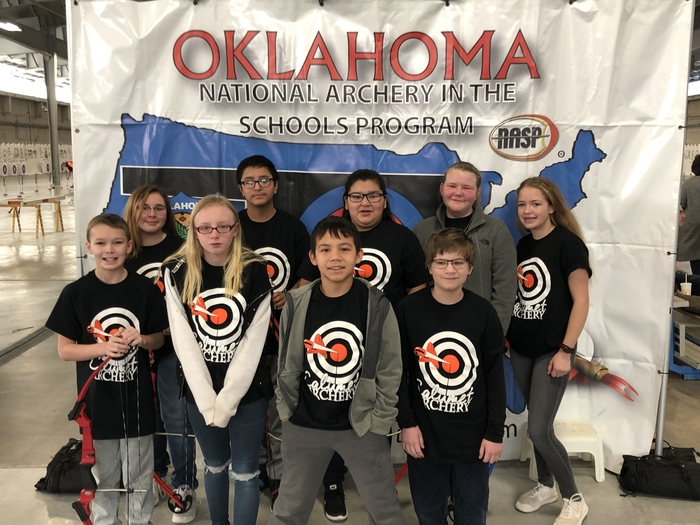 Middle school archery getting ready for the state shoot